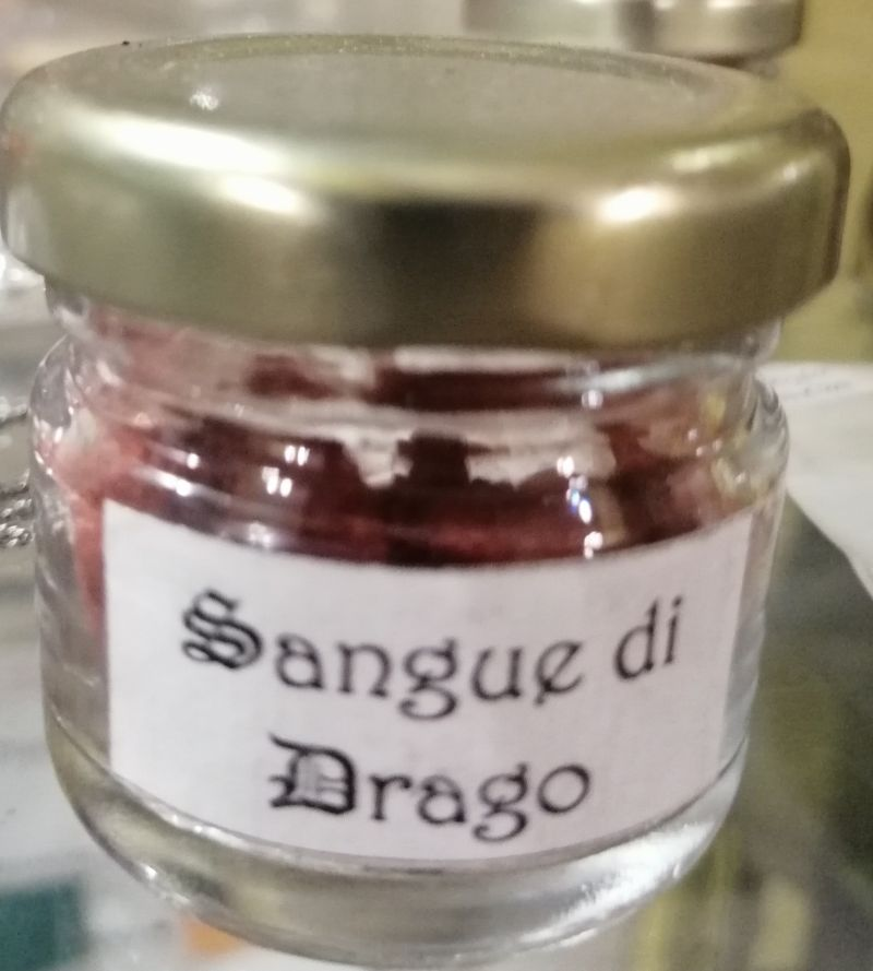 -Sangue-di-drago-resina-vegetale